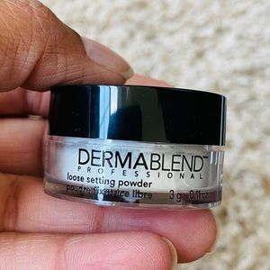 💋2/$20💋 Dermablend Mini Loose Setting Powder